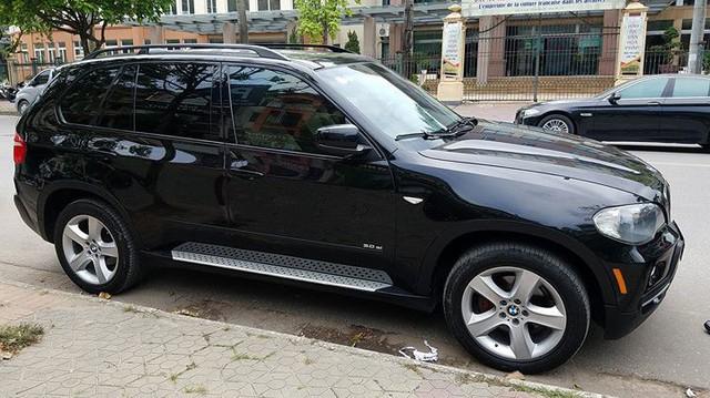 """SUV 7 chỗ hạng sang BMW X5 10 năm tuổi bán lại giá """"bèo"""" tại Hà Nội"""