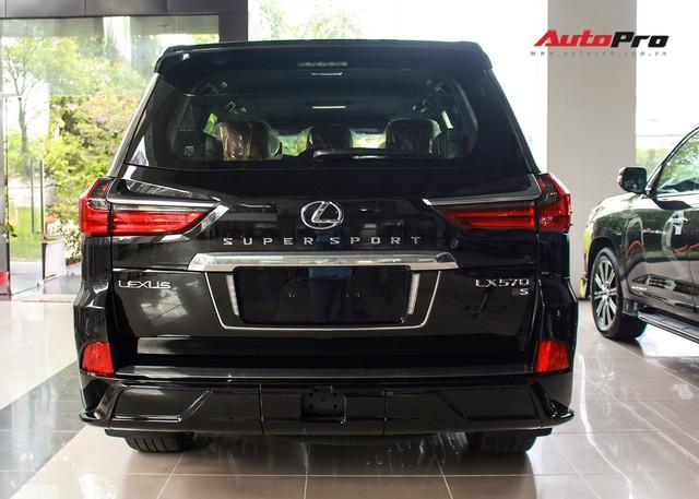 Giá gần 10 tỷ đồng, Lexus LX570 Super Sport vẫn ùn ùn về Việt Nam cho các tay chơi nhà giàu - Ảnh 11.