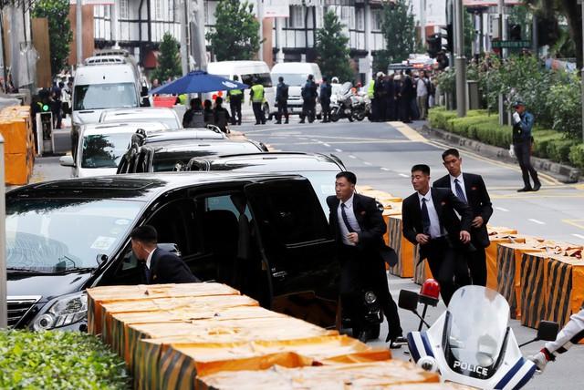 Đây là nguyên nhân khiến đội ngũ cận vệ của ông Kim Jong Un luôn phải chạy theo xe nguyên thủ - Ảnh 1.