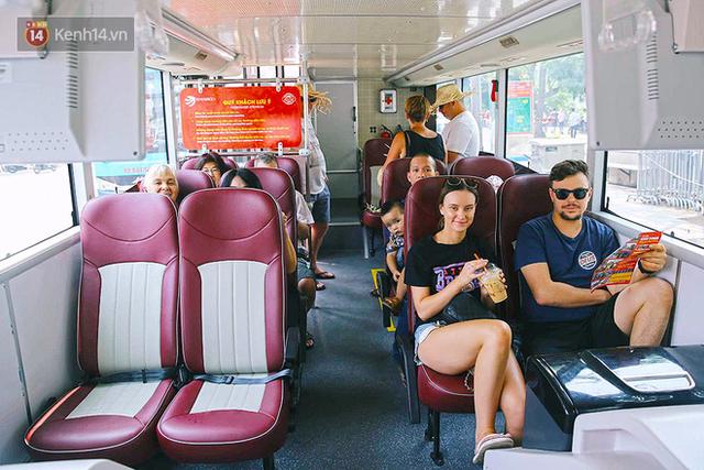 Đìu hiu khách Việt nhưng xe buýt 2 tầng ở Hà Nội vẫn khiến nhiều khách nước ngoài xếp hàng dài mua vé trải nghiệm - Ảnh 2.