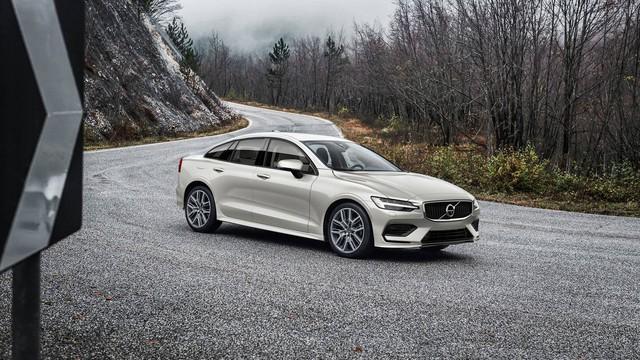 Biết gì về Volvo S60 2019 ra mắt trong tháng này? - Ảnh 1.