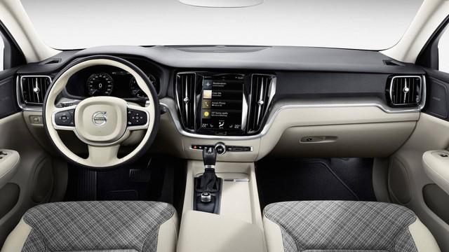 Biết gì về Volvo S60 2019 ra mắt trong tháng này? - Ảnh 2.