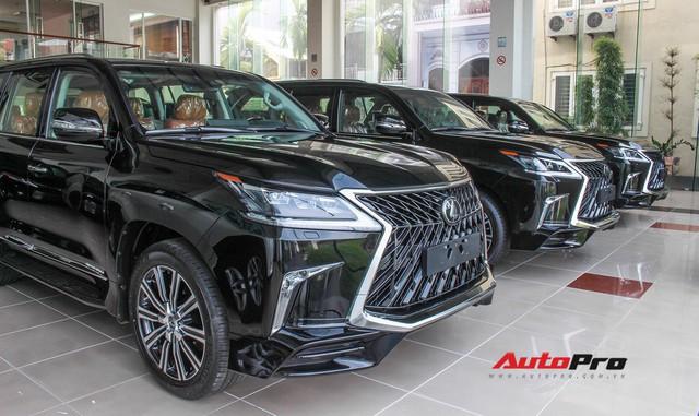 Lexus chính hãng không bán nổi một chiếc, xe nhập tư vẫn ùn ùn kéo về với giá cao ngất ngưởng cho đại gia Việt - Ảnh 2.