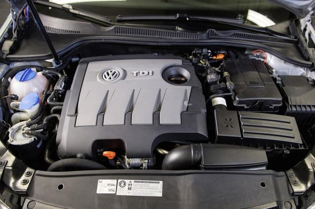 Volkswagen nhận khoản phạt đầu tiên tại Đức sau scandal xe diesel kéo dài 3 năm - Ảnh 1.