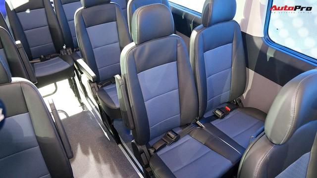Chênh hơn 160 triệu đồng, Hyundai Solati có gì vượt trội hơn Ford Transit để chiều thượng đế Việt? - Ảnh 2.