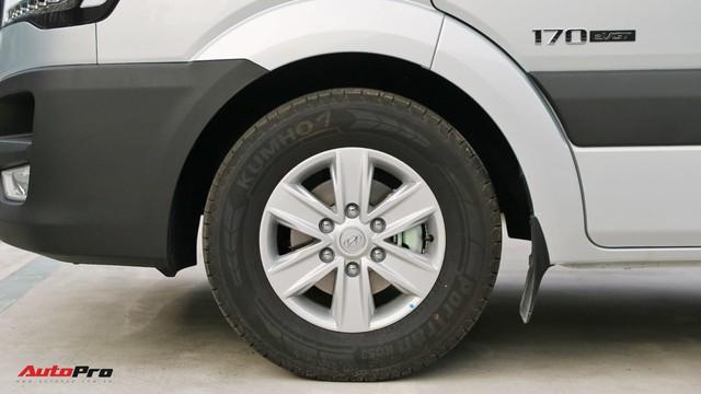 Chênh hơn 160 triệu đồng, Hyundai Solati có gì vượt trội hơn Ford Transit để chiều thượng đế Việt? - Ảnh 6.