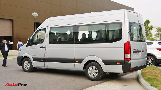 Chênh hơn 160 triệu đồng, Hyundai Solati có gì vượt trội hơn Ford Transit để chiều thượng đế Việt? - Ảnh 5.