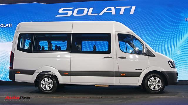 Chênh hơn 160 triệu đồng, Hyundai Solati có gì vượt trội hơn Ford Transit để chiều thượng đế Việt? - Ảnh 1.