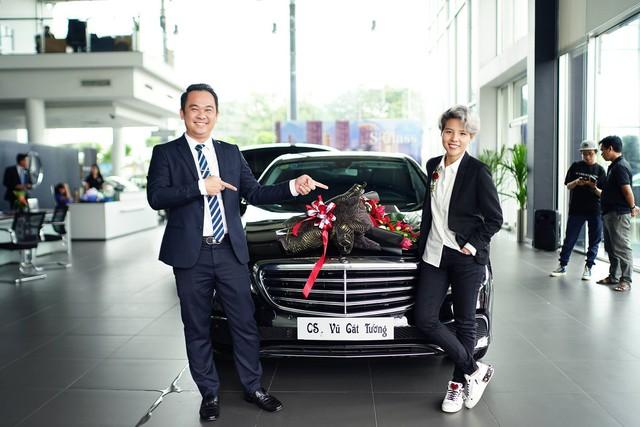 """Vũ Cát Tường sắm Mercedes-Benz E200 """"full black"""" hơn 2 tỷ đồng - Ảnh 4."""