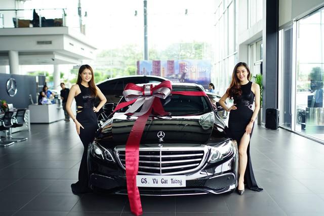 """Vũ Cát Tường sắm Mercedes-Benz E200 """"full black"""" hơn 2 tỷ đồng - Ảnh 3."""