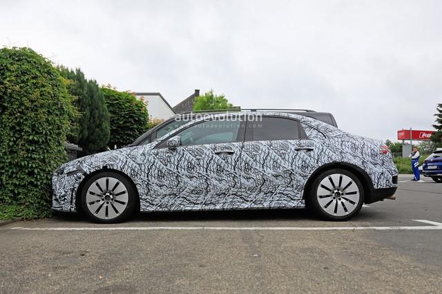 Xe ít đối thủ Mercedes-AMG A35 sedan bắt đầu chạy thử - Ảnh 4.