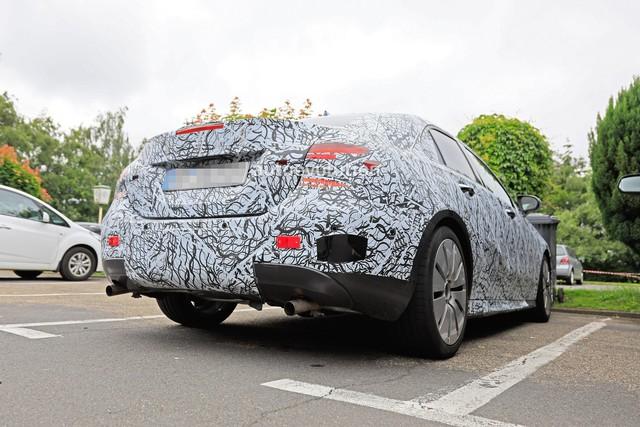Xe ít đối thủ Mercedes-AMG A35 sedan bắt đầu chạy thử - Ảnh 2.