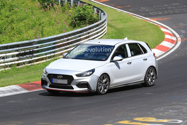 Hyundai mang i30 tới thử sức đường đua Nurburgring - Ảnh 1.