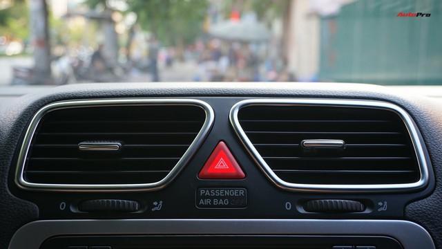 Sau 7 năm, mẫu xe thể thao hatchback Volkswagen Scirocco có giá 550 triệu đồng - Ảnh 17.