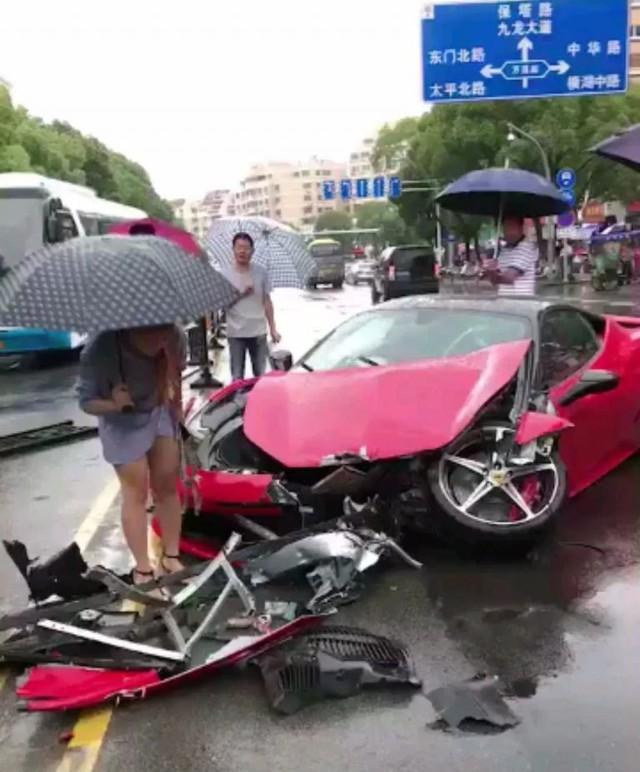 Vừa thuê Ferrari 458 bạc tỉ được vài phút, thiếu nữ đã biến siêu xe thành đống đổ nát - Ảnh 3.