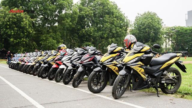 Hàng chục xe Honda Winner thả dáng tại Hà Nội - Ảnh 1.