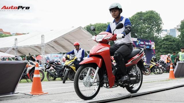 Hàng chục xe Honda Winner thả dáng tại Hà Nội - Ảnh 4.
