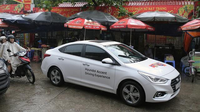 Với 4,4 lít xăng, Hyundai Accent AT 2018 có thể đi được 100 km đường hỗn hợp - Ảnh 4.