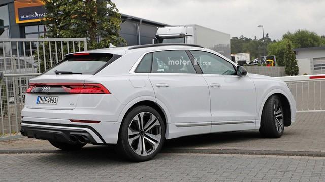 Audi SQ8 trắng không tì vết, nhìn như đã hoàn chỉnh lộ diện ngoài đường - Ảnh 4.