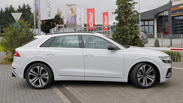 Audi SQ8 trắng không tì vết, nhìn như đã hoàn chỉnh lộ diện ngoài đường - Ảnh 3.