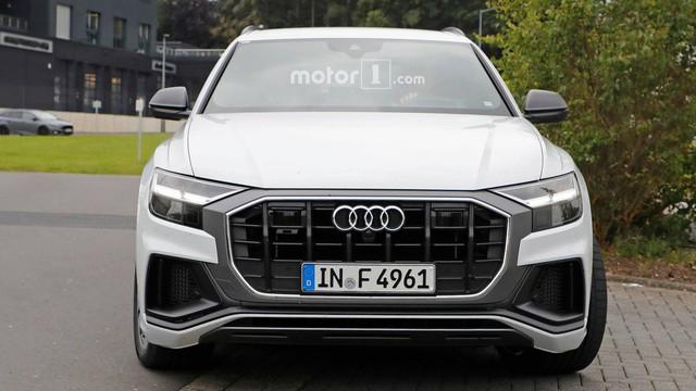 Audi SQ8 trắng không tì vết, nhìn như đã hoàn chỉnh lộ diện ngoài đường - Ảnh 2.