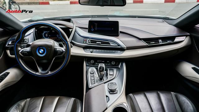 BMW i8 - Siêu xe đình đám một thời tụt giá mạnh tại Việt Nam - Ảnh 9.