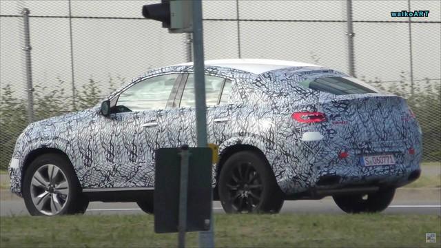 Mercedes-Benz GLE Coupe 2020 mới lần đầu lộ diện - Ảnh 1.
