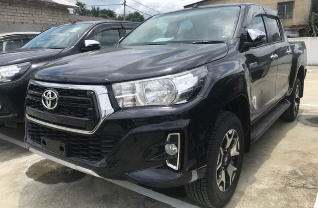 Bỏ thêm hàng chục triệu đồng, đây là những gì khách Việt nhận được thêm ở cặp đôi Toyota Fortuner và Hilux mới - Ảnh 2.