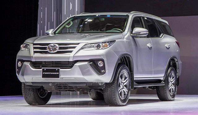 Bỏ thêm hàng chục triệu đồng, đây là những gì khách Việt nhận được thêm ở cặp đôi Toyota Fortuner và Hilux mới - Ảnh 1.