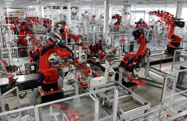 Khách hàng của Tesla sẽ có thể tham gia lắp ráp chiếc xe của mình - Ảnh 1.