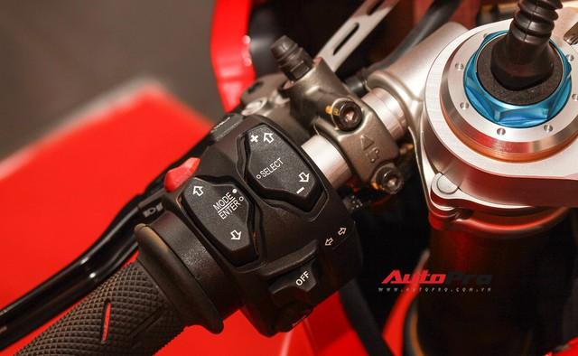 (4h) Chi tiết Ducati Panigale V4 Speciale giá ngang xe ô tô Mercedes-Benz của Biker Việt - Ảnh 27.