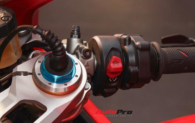 (4h) Chi tiết Ducati Panigale V4 Speciale giá ngang xe ô tô Mercedes-Benz của Biker Việt - Ảnh 26.