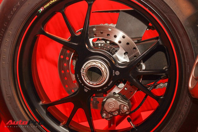 (4h) Chi tiết Ducati Panigale V4 Speciale giá ngang xe ô tô Mercedes-Benz của Biker Việt - Ảnh 21.
