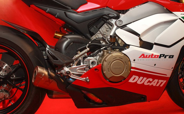 (4h) Chi tiết Ducati Panigale V4 Speciale giá ngang xe ô tô Mercedes-Benz của Biker Việt - Ảnh 29.