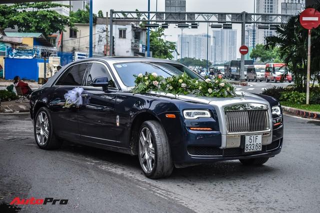 """""""Ma trận"""" siêu xe và xe siêu sang trong đám cưới tại Sài Gòn: Hoa mắt không biết đâu mới là xe dâu - Ảnh 3."""
