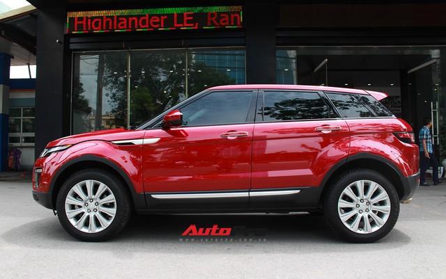 Mới lăn bánh 7.500km, Range Rover Evoque 2017 được rao bán lại giá 2,85 tỷ đồng - Ảnh 2.