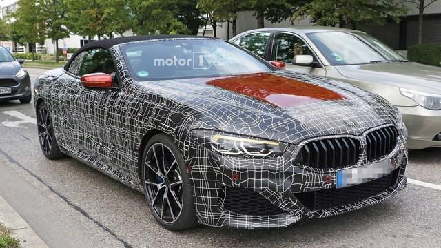 BMW 8-Series mui trần xuất hiện ngoài phố - Ảnh 1.