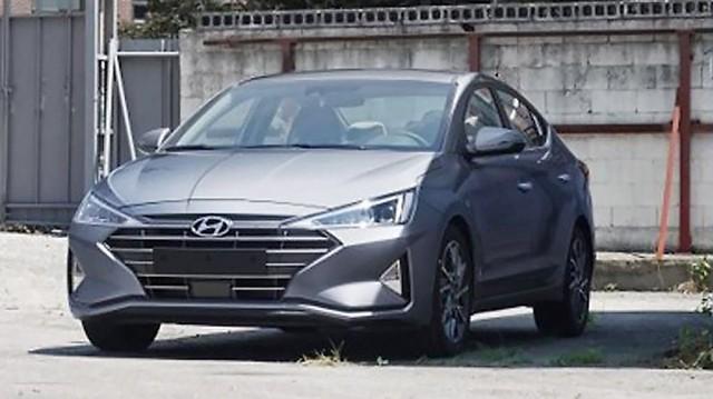 Cận kề ngày ra mắt, Hyundai Elantra 2019 liên tục lộ diện với các phiên bản khác nhau