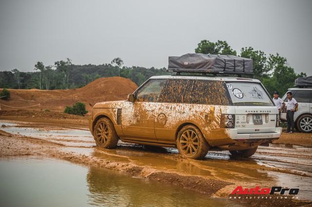 [Chùm ảnh] Đoàn Range Rover hàng chục tỷ đồng của Trung Nguyên thoả sức tắm bùn ở Đồng Mô trước khi rời Hà Nội - Ảnh 20.
