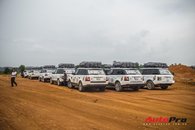 [Chùm ảnh] Đoàn Range Rover hàng chục tỷ đồng của Trung Nguyên thoả sức tắm bùn ở Đồng Mô trước khi rời Hà Nội - Ảnh 7.