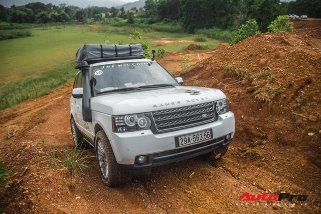 [Chùm ảnh] Đoàn Range Rover hàng chục tỷ đồng của Trung Nguyên thoả sức tắm bùn ở Đồng Mô trước khi rời Hà Nội - Ảnh 10.
