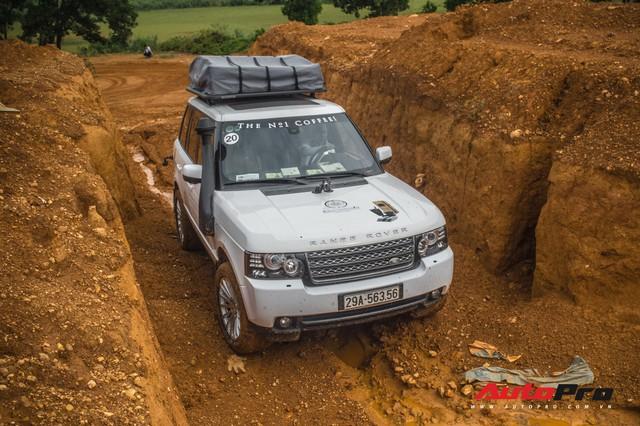 [Chùm ảnh] Đoàn Range Rover hàng chục tỷ đồng của Trung Nguyên thoả sức tắm bùn ở Đồng Mô trước khi rời Hà Nội - Ảnh 9.