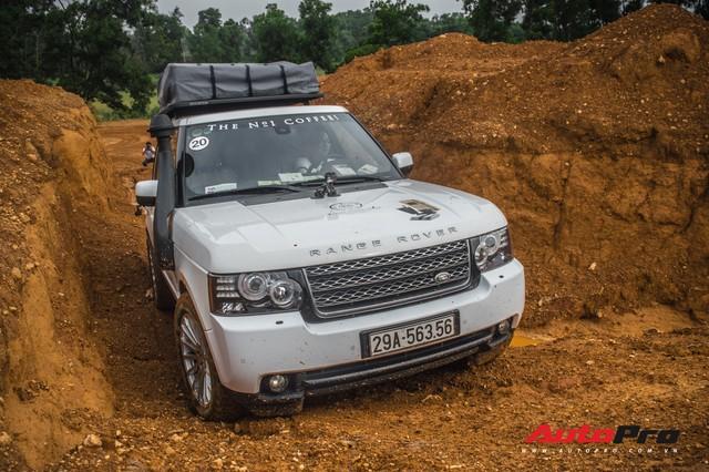 [Chùm ảnh] Đoàn Range Rover hàng chục tỷ đồng của Trung Nguyên thoả sức tắm bùn ở Đồng Mô trước khi rời Hà Nội - Ảnh 5.