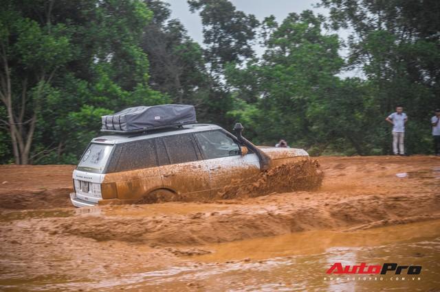 [Chùm ảnh] Đoàn Range Rover hàng chục tỷ đồng của Trung Nguyên thoả sức tắm bùn ở Đồng Mô trước khi rời Hà Nội - Ảnh 19.
