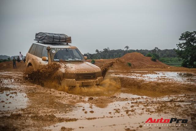 [Chùm ảnh] Đoàn Range Rover hàng chục tỷ đồng của Trung Nguyên thoả sức tắm bùn ở Đồng Mô trước khi rời Hà Nội - Ảnh 2.