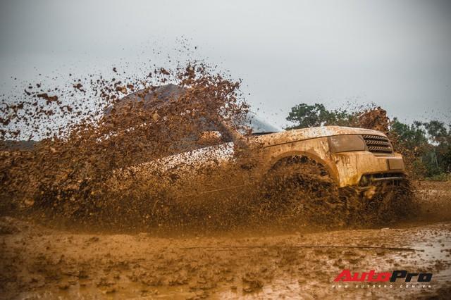 [Chùm ảnh] Đoàn Range Rover hàng chục tỷ đồng của Trung Nguyên thoả sức tắm bùn ở Đồng Mô trước khi rời Hà Nội - Ảnh 17.