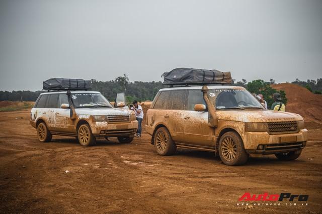 [Chùm ảnh] Đoàn Range Rover hàng chục tỷ đồng của Trung Nguyên thoả sức tắm bùn ở Đồng Mô trước khi rời Hà Nội - Ảnh 3.