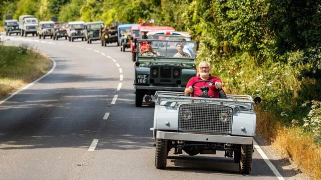 Cuộc diễu hành kỷ niệm 70 năm sinh nhật Land Rover: Quy tụ hết anh tài - Ảnh 1.