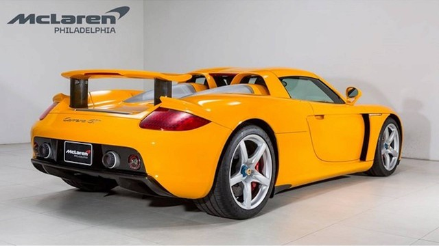 Porsche Carrera GT vàng độc nhất vô nhị đòi giá hơn 1 triệu USD - Ảnh 3.