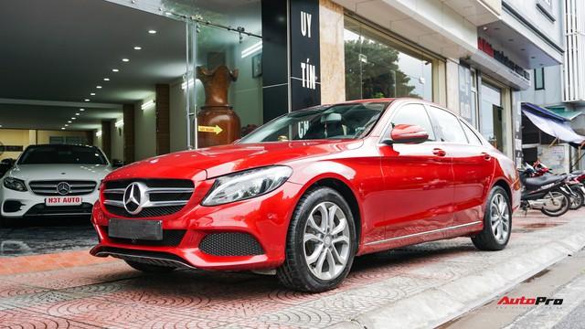 Mercedes-Benz C200 chạy 4.700km treo giá ngang Toyota Camry - Ảnh 17.
